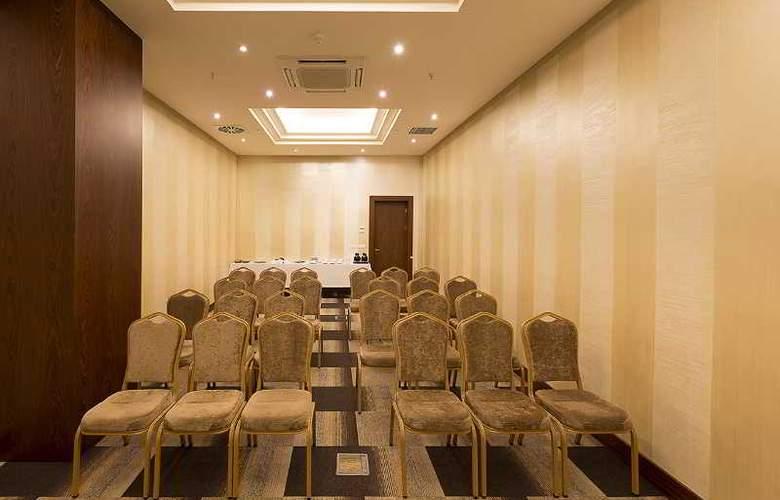 Ramada Hotel & Suites Atakoy - Conference - 23
