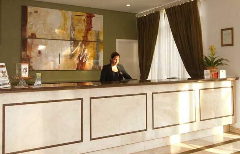 Comfort Suites Oscar Freire - General - 9