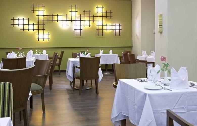 The Three Corners Royal Star Beach Resort - Restaurant - 37