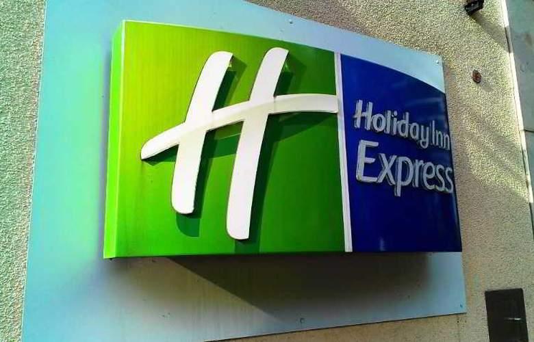 Holiday Inn Express Berlin City Centre - Hotel - 11