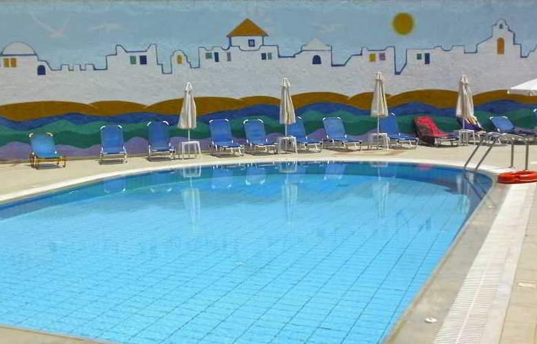Irilena - Pool - 6