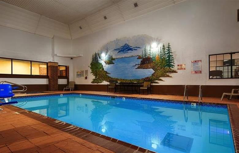 Best Western Edmond Inn & Suites - Pool - 47