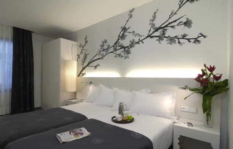 NH Barcelona Ramblas - Room - 4