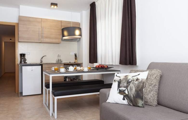 Apartamentos Segle XX - Room - 11