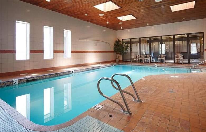 Coast West Edmonton Hotel & Conference Centre - Pool - 2