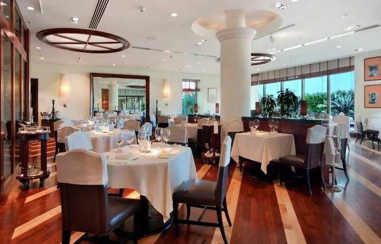 Radisson Blu Hotel & Resort, Abu Dhabi Corniche - Restaurant - 7