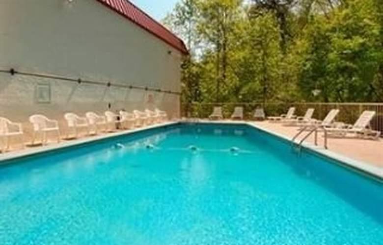 Red Roof Inn Gatlinburg - Pool - 7