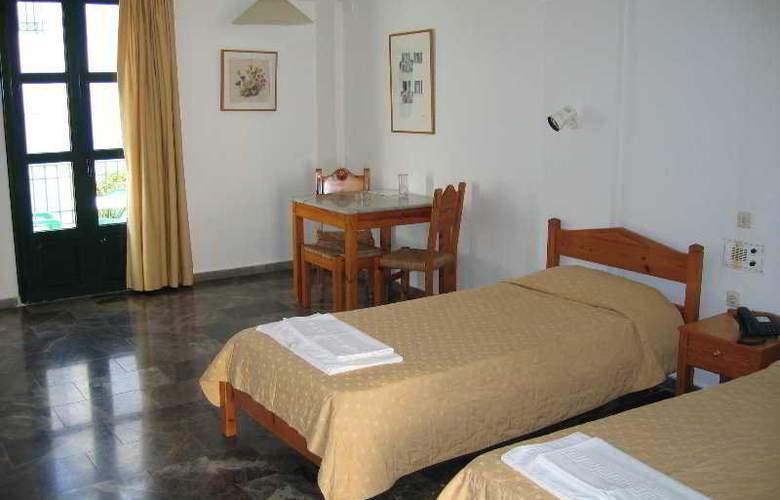 Camari Garden Hotel and Apartments - Room - 2