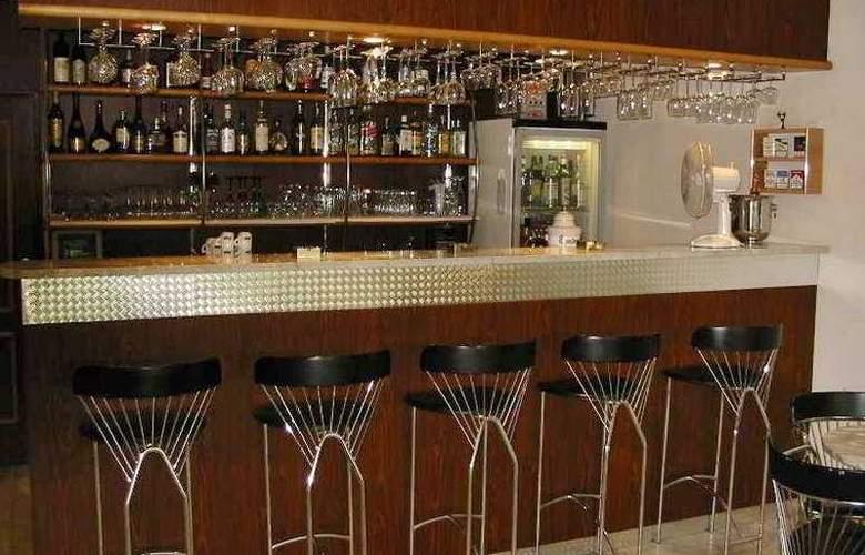 Luxury Family Hotel Bílá Labut - Bar - 6