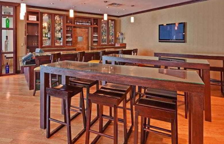 Crowne Plaza Memphis - Bar - 29