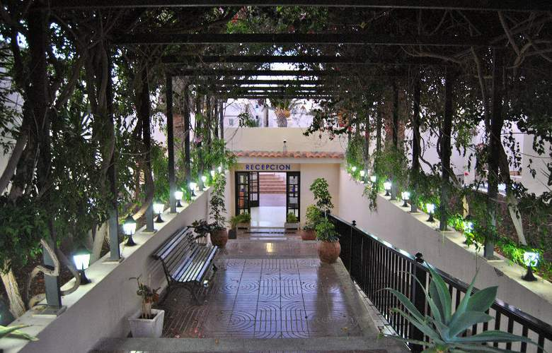 Los Alisios Playa - Hotel - 9