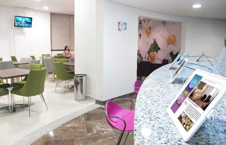 Vista Express Plaza del Sol - Restaurant - 13