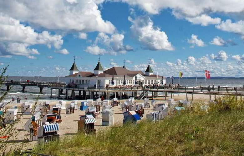 Ringhotel Ostseehotel Ahlbeck - Beach - 2