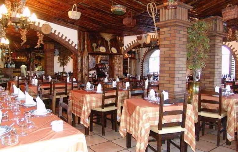 O Alambique de Ouro Hotel Resort - Restaurant - 4