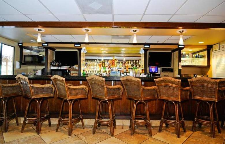 Best Western Plus Oceanside Inn - Bar - 101