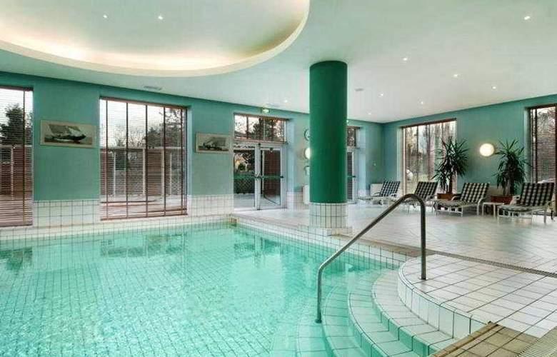 Hilton Sofia - Pool - 5