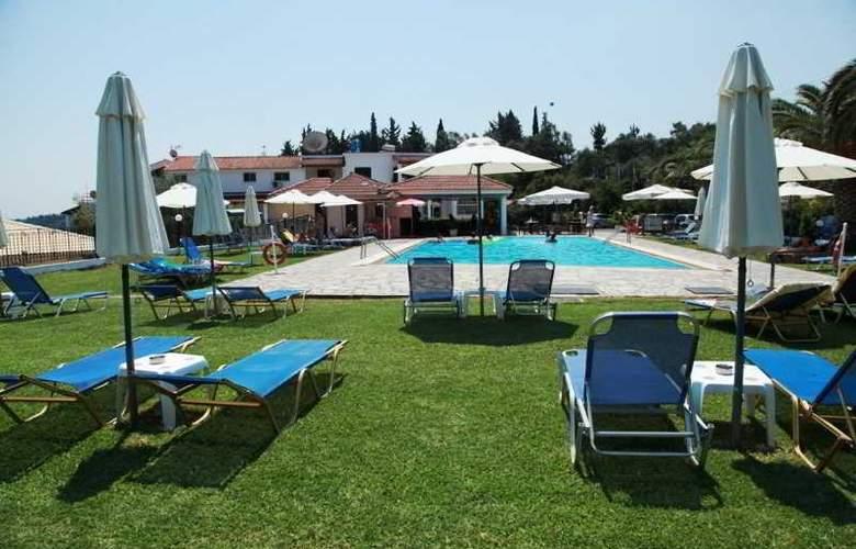 Yannis - Pool - 29