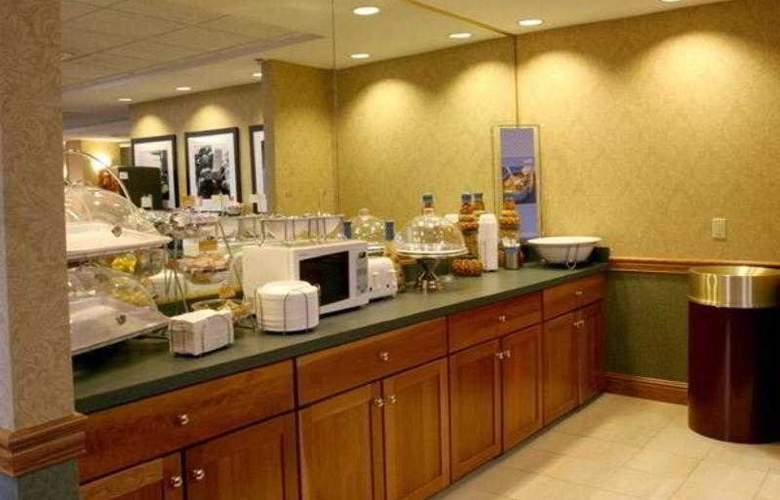 Hampton Inn Portage - Bar - 15