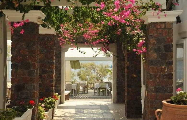 Afroditi Beach Hotel and Spa - Terrace - 9
