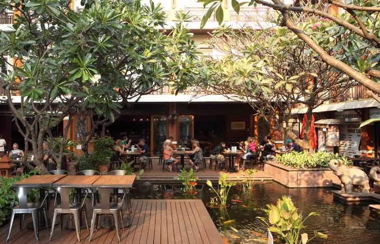 Rambuttri Village Inn & Plaza - Terrace - 7