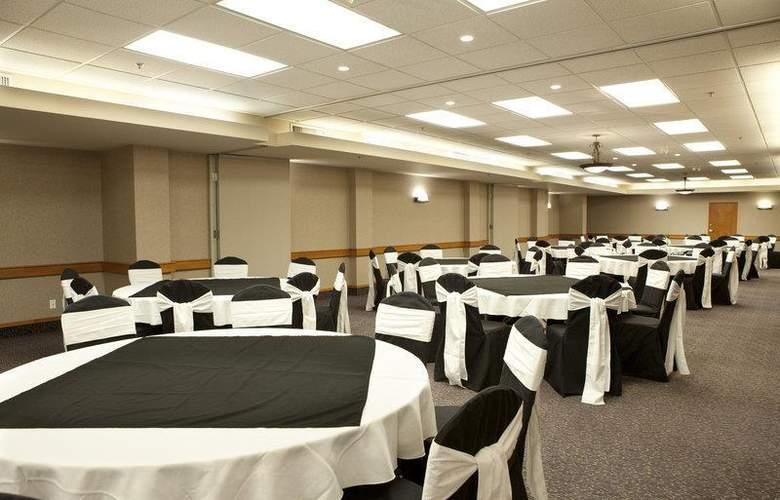 Best Western Plus Pocaterra Inn - Restaurant - 153