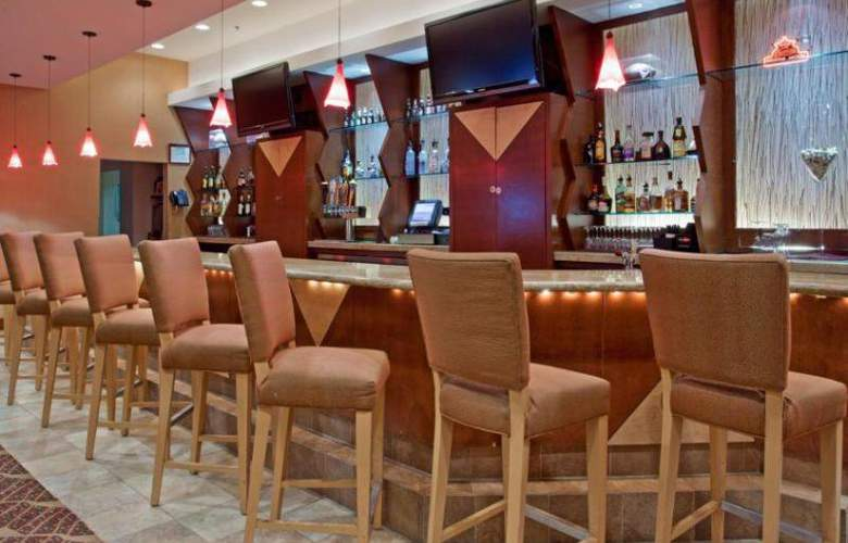 Crowne Plaza River Oaks - Bar - 9