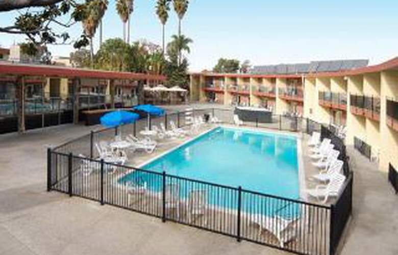 Econo Lodge  Inn & Suites Oakland Airport - Pool - 6