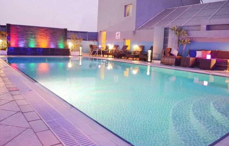 Montreal Hotel - Pool - 24
