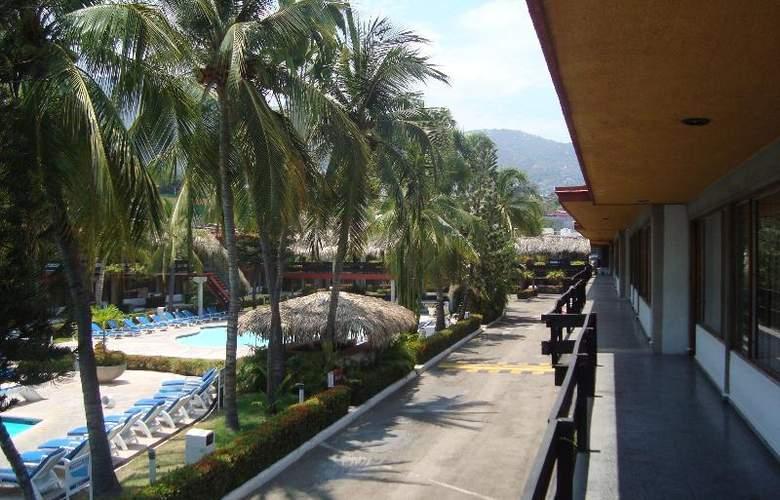 Bali - Hai - Pool - 9