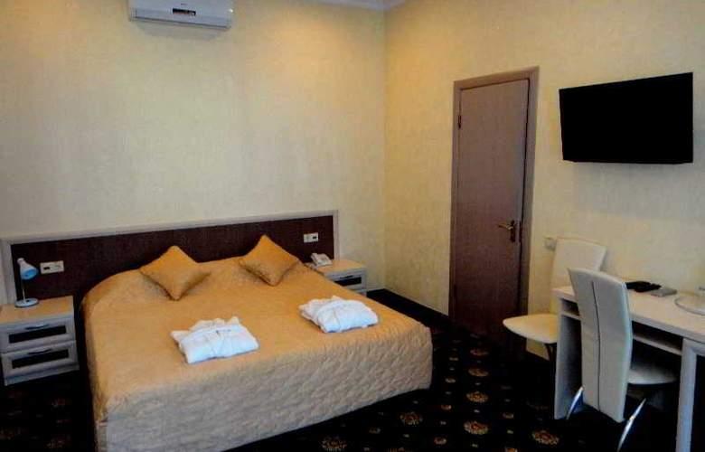 Gonchar - Room - 8