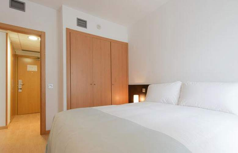 Tryp Madrid Airport Suites - Room - 2