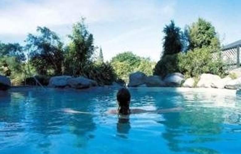Select Braemar Lodge & Spa - Pool - 5