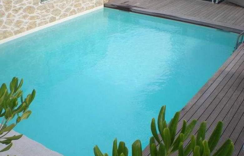 Appart'City Antibes - Pool - 5
