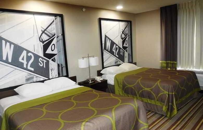 Super 8 Jamaica North Conduit Avenue - Room - 9