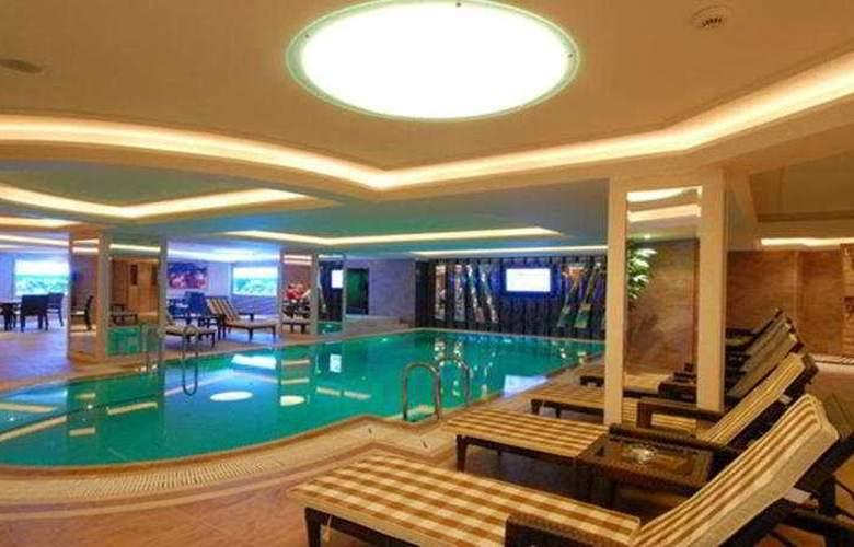 Mosaic - Pool - 7