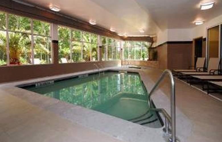 Cambria Suites - Pool - 6