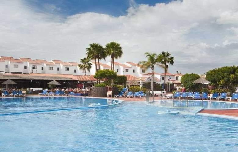 Select Sunningdale - Pool - 8