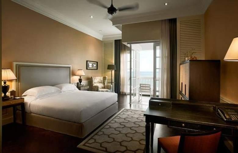 Eastern and Oriental Hotel Penang - Room - 11