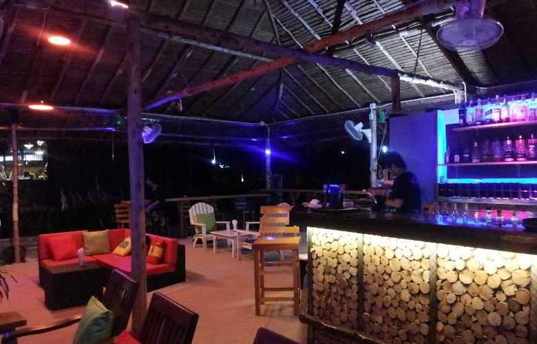 Coconut Beach Resort - Bar - 3