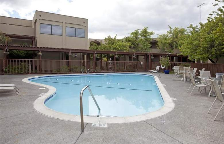 Holiday Inn Express Santa Rosa - Pool - 12
