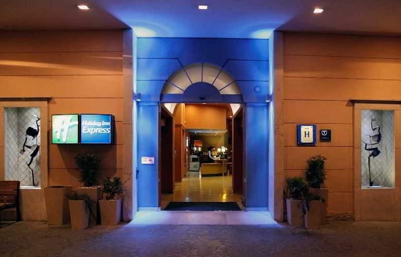 Holiday Inn Express Ciudad de las Ciencias - General - 2