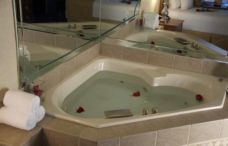 Best Western Plus Innsuites Phoenix Hotel & Suites - Pool - 74