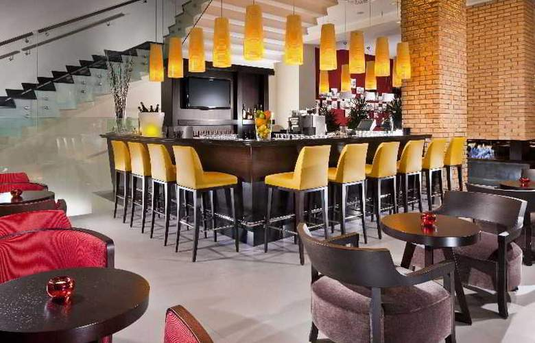 Courtyard by Marriott Budapest City Centre - Bar - 6