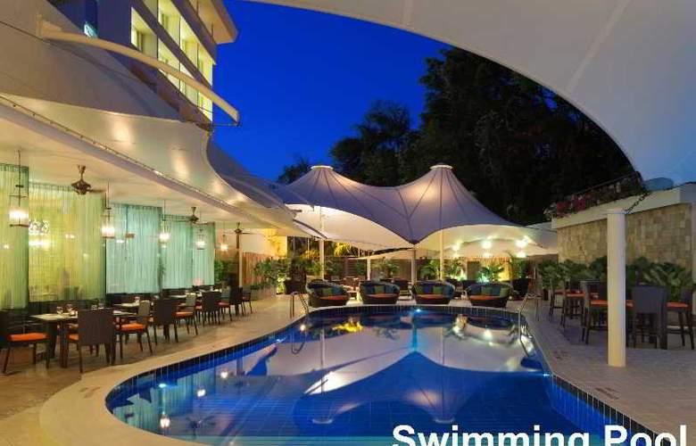 Radisson Hotel Brunei Darussalam - Pool - 1