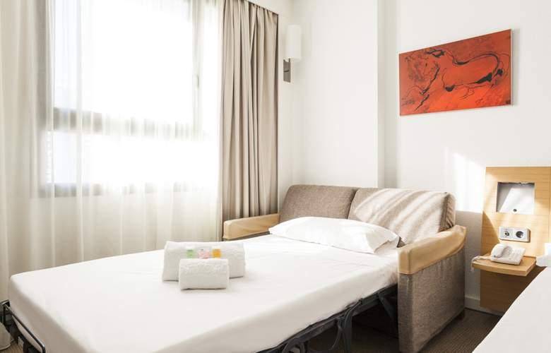 Ilunion Valencia - Room - 27