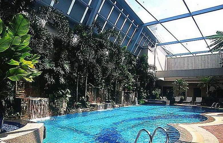 Regency House - Pool - 10