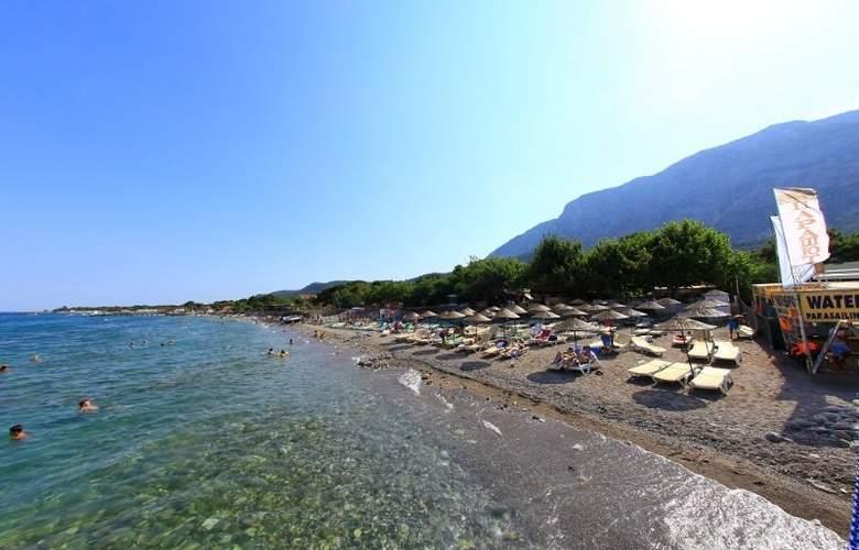 Golden Sun - Beach - 4