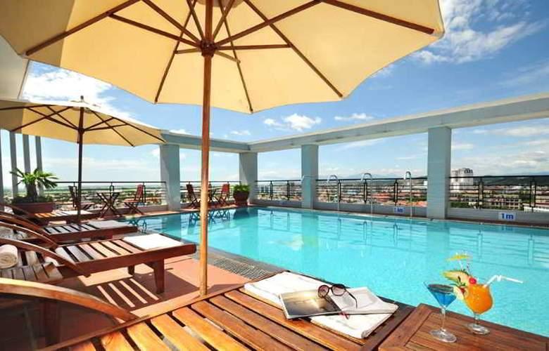 Romance Hotel Hue - Pool - 3