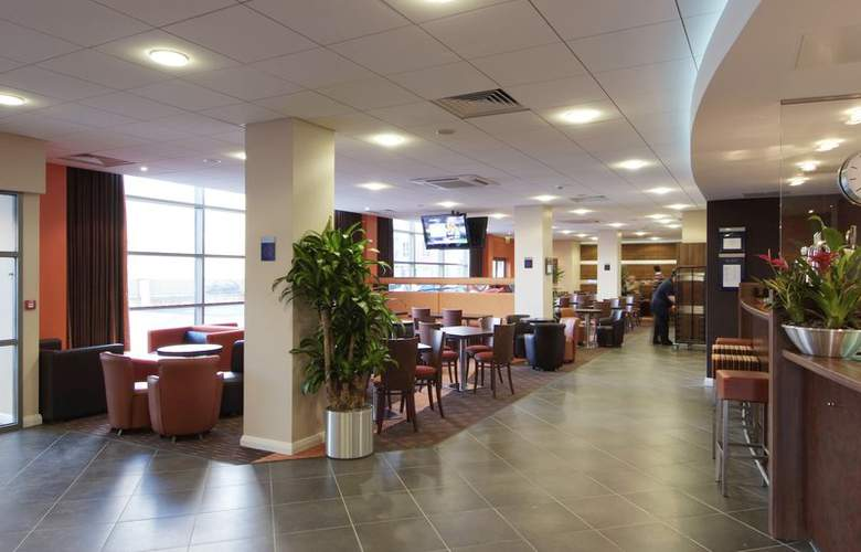 Holiday Inn Express Slough - Bar - 6