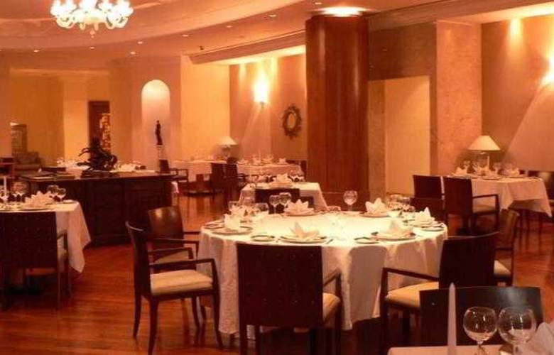 Ramada Plaza Astana Hotel - Restaurant - 11